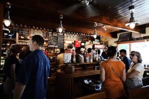 busy-coffee-shop